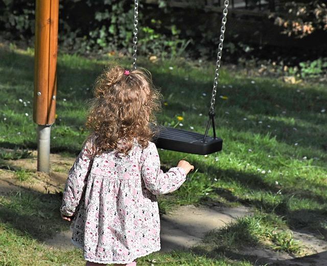 Zabawki dla dzieci w ogrodzie